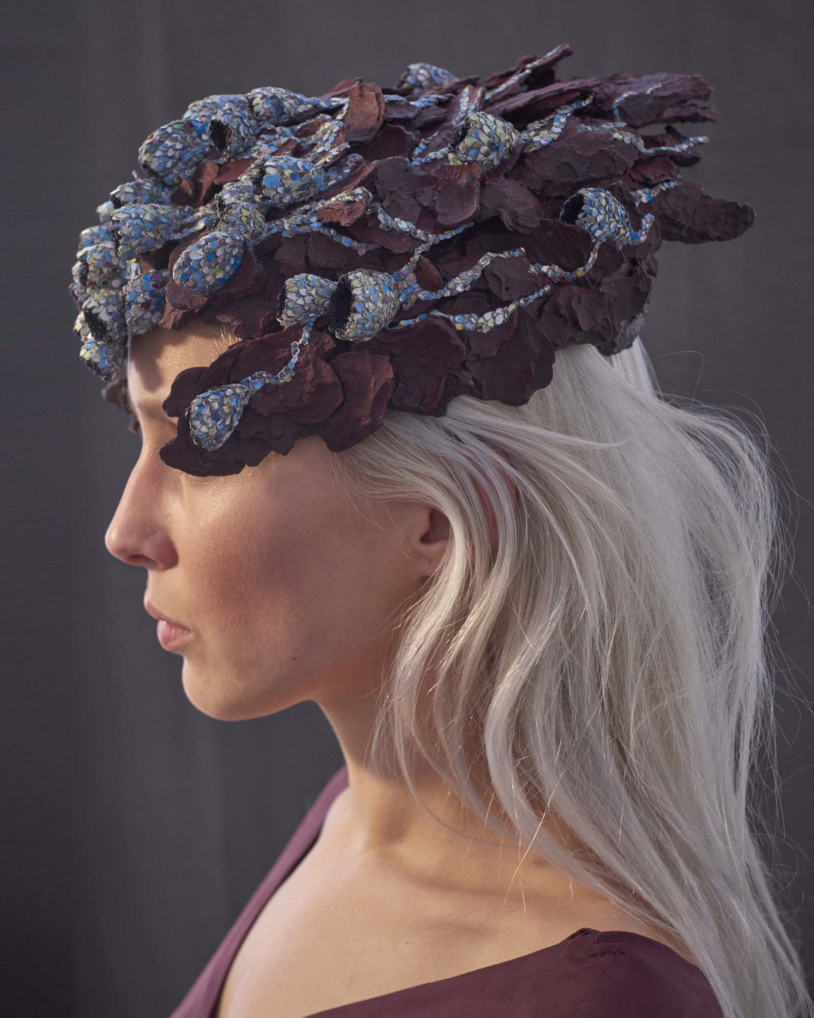 """In The Beginning There Was Red"" I Headpiece, 2017 I Wood bark, graffiti, almond shells, glass, paint I Photo: Laurens Grigoleit"