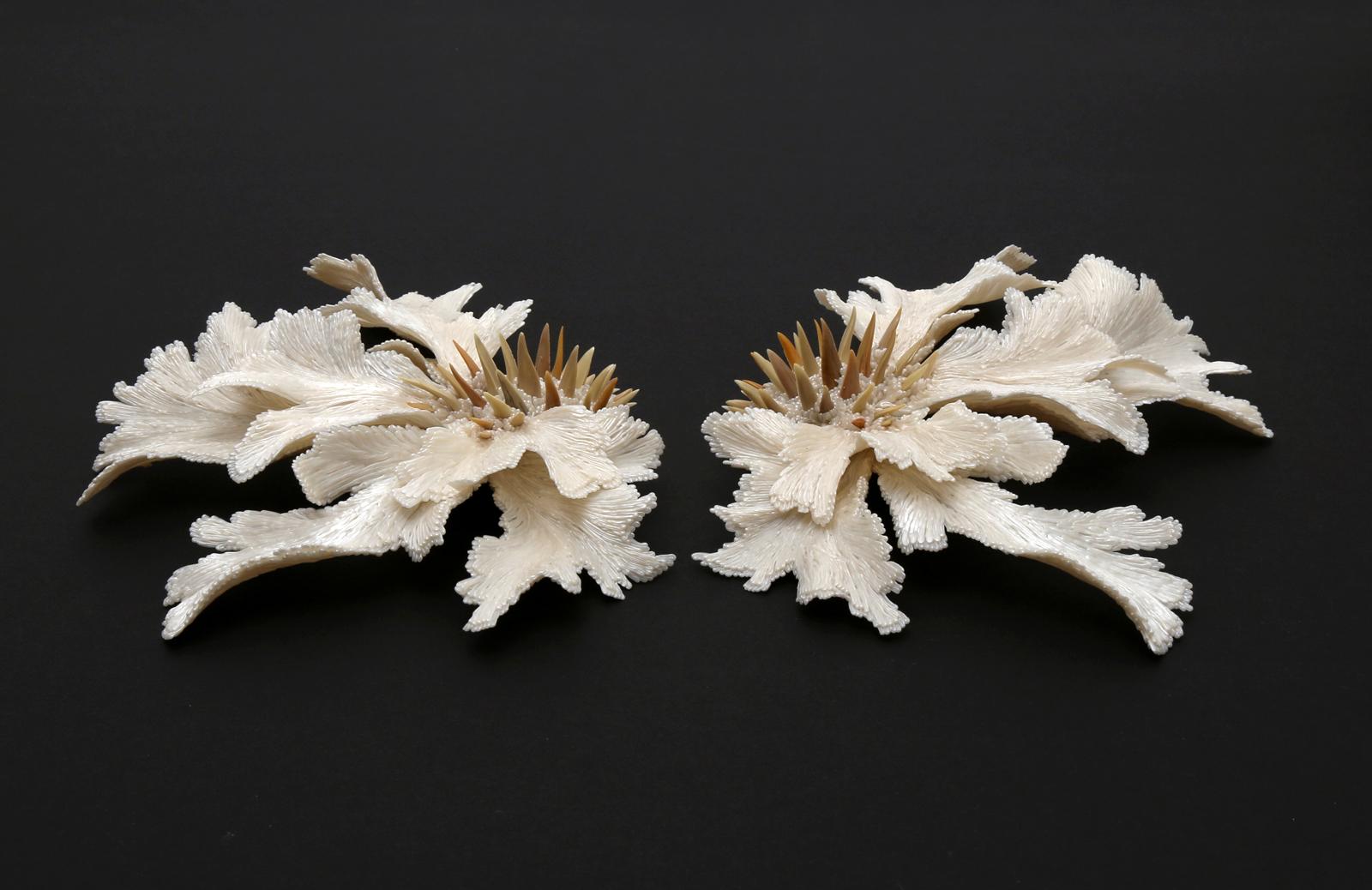 """""""Guardians"""" I Brooches, 2019 I PLA, fossil shark teeth I Photo: Carina Shoshtary"""